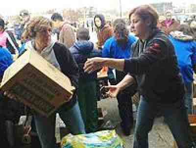 Randi Weingarten assists with distributing supplies